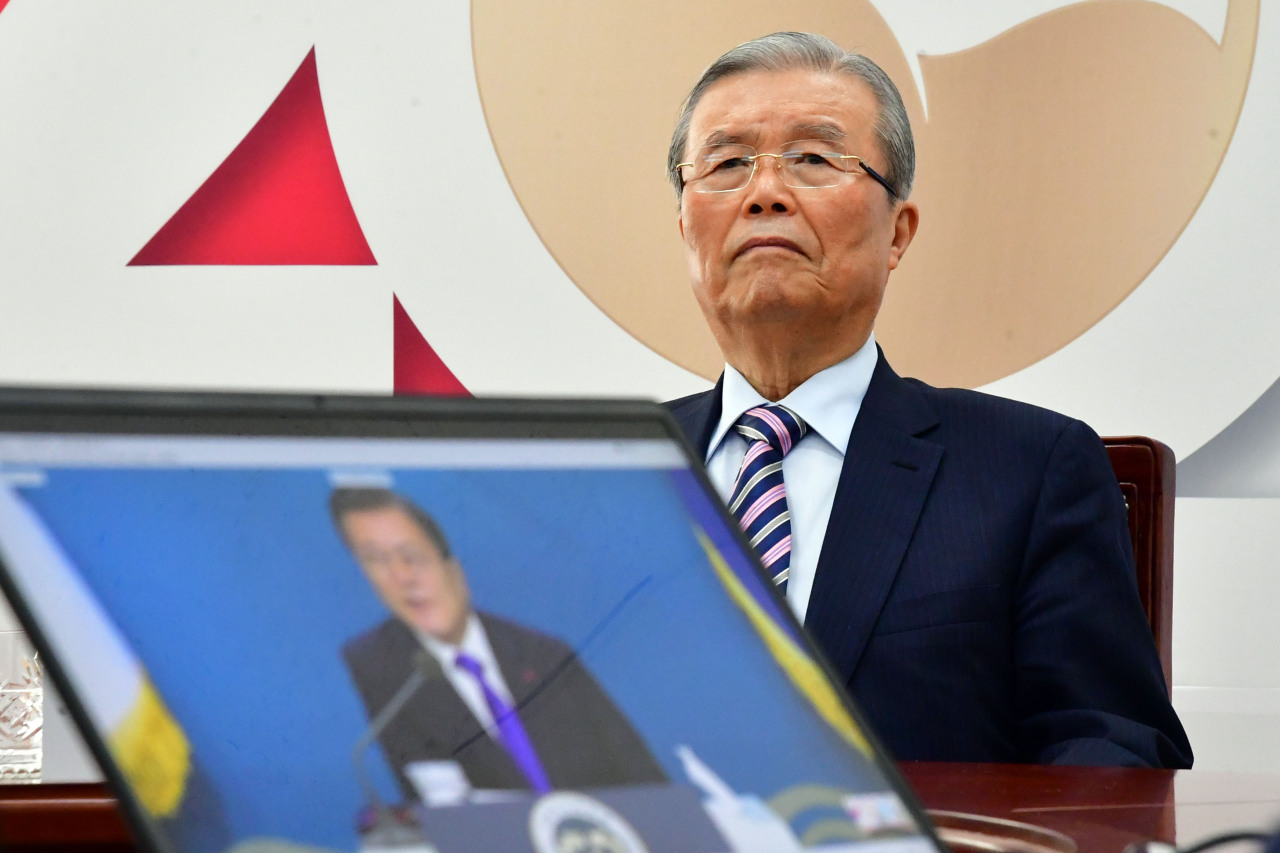 People Power Party leader Kim Chong-in joins a New Year's meeting with President Moon Jae-in through a video link at the National Assembly in Seoul on Thursday. (Yonhap)