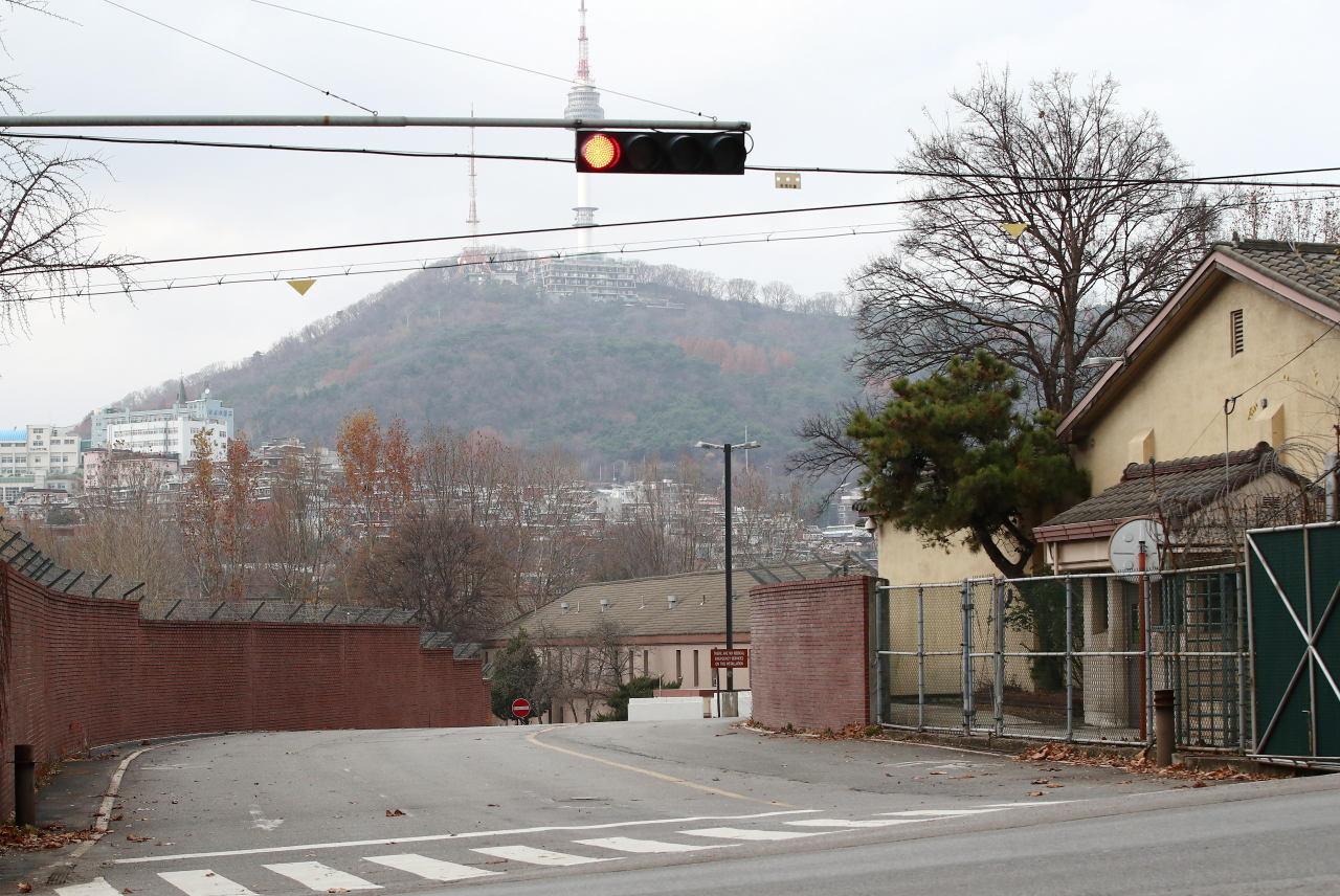 This file photo, taken on Nov. 22, 2020, shows a gate of U.S. Army Garrison Yongsan in central Seoul. (Yonhap)