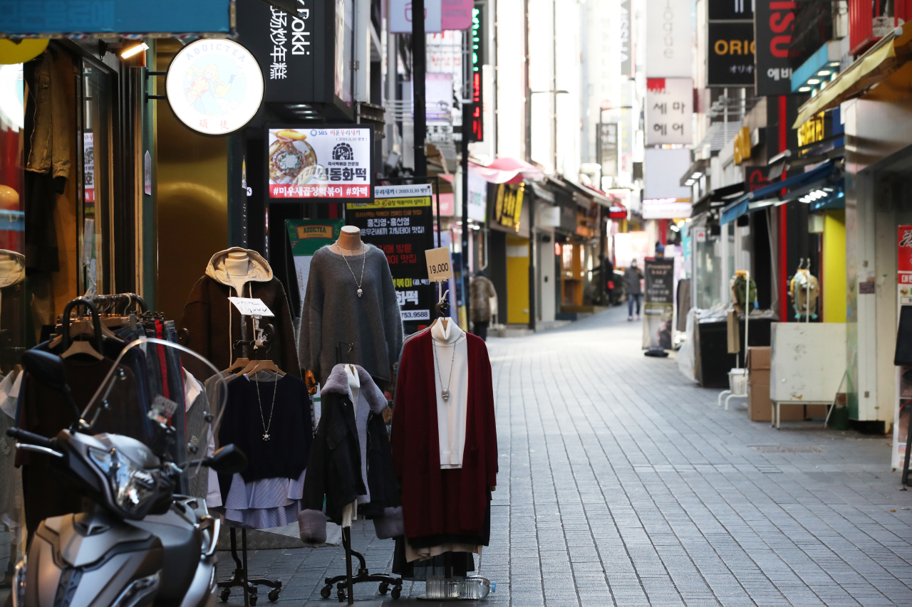 This photo, taken on Dec. 30, 2020, shows a quiet alley of Seoul's shopping district of Myeongdong in central Seoul amid an uptick in new coronavirus cases. (Yonhap)