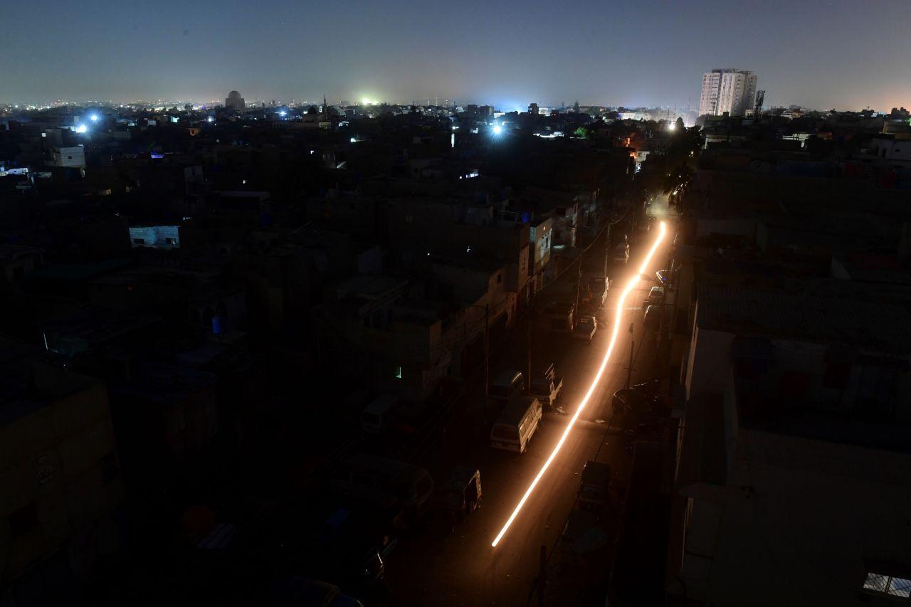 Karachi, a port city in Pakistan slips into darkness on Sunday. (AFP-Yonhap)