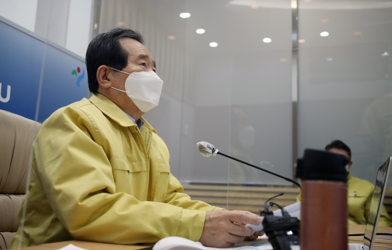 Prime Minister Chung Sye-kyun speaks during a meeting of the Central Disaster and Safety Countermeasure Headquarters held at Seoul City Hall on Monday. (Yonhap)