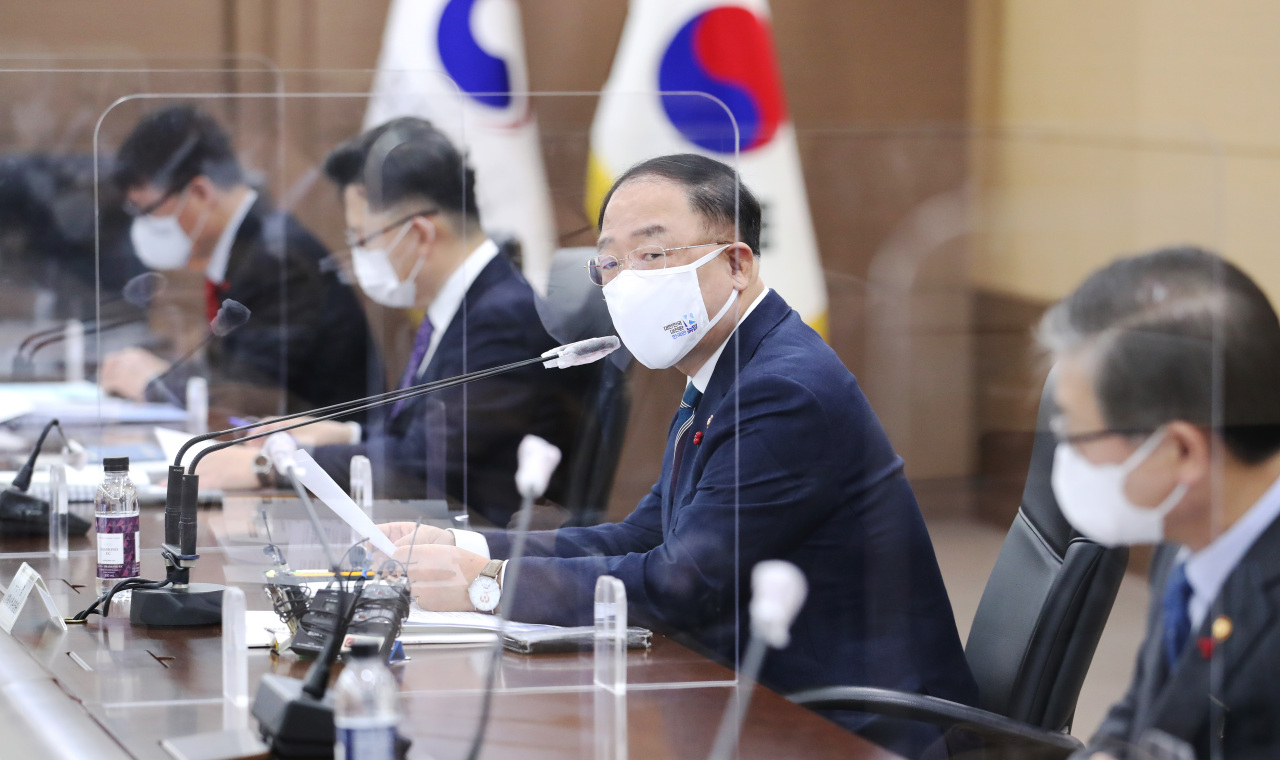 Finance Minister Hong Nam-ki speaks during a meeting on external economic policies held at the government complex in Sejong, Monday. (Yonhap)