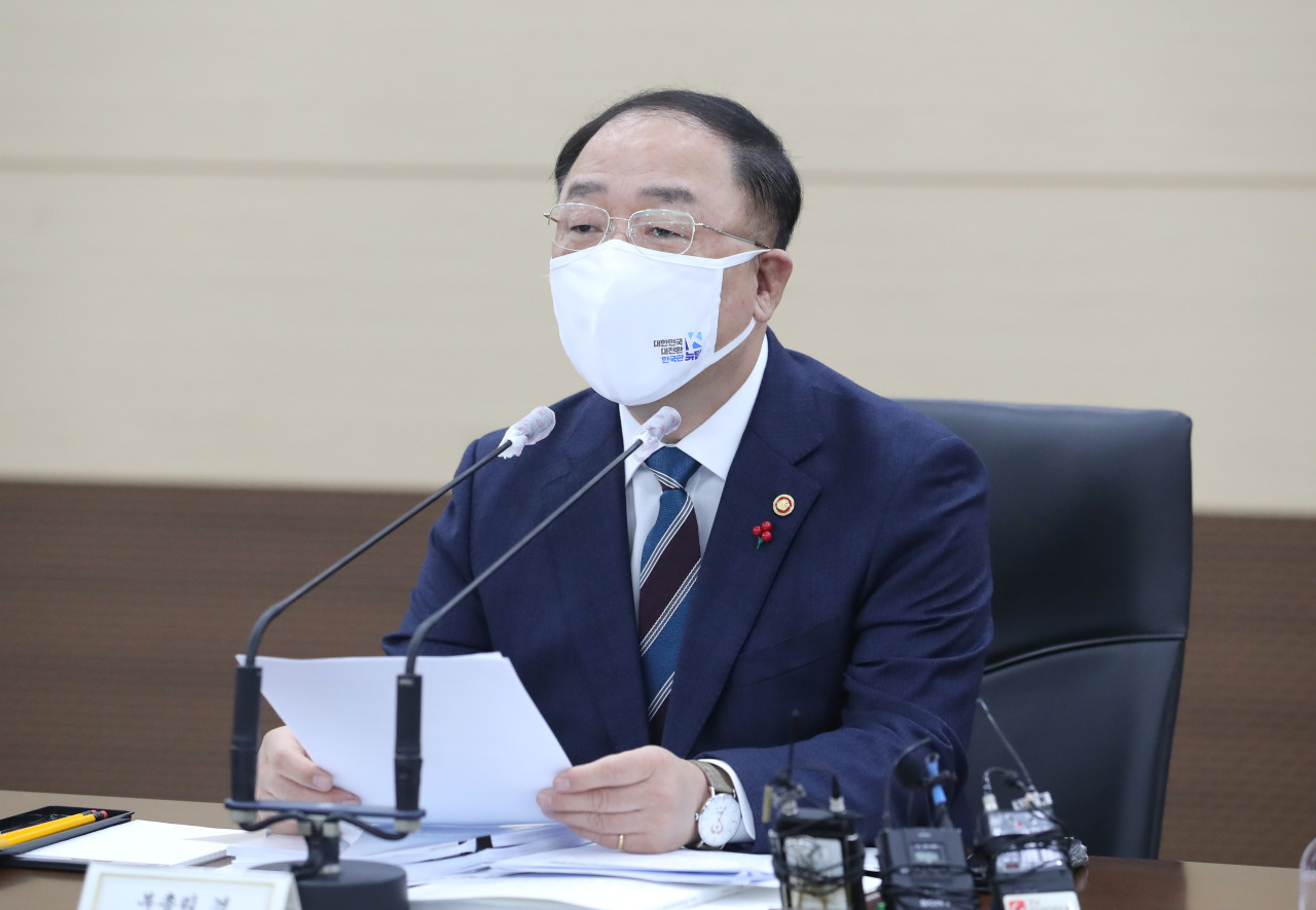 This photo, taken on Monday, shows Finance Minister Hong Nam-ki presiding over a meeting on the economy at the government complex building in the administrative city of Sejong. (Yonhap)