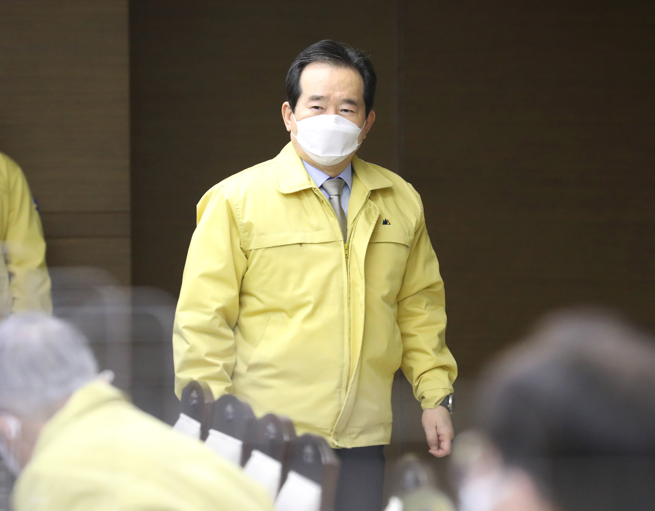 Prime Minister Chung Sye-kyun enters a meeting of the Central Disaster and Safety Countermeasure Headquarters held at the government complex in Sejong on Tuesday. (Yonhap)