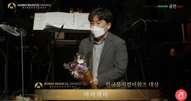 Kang Byung-won, head of musical production agency Live, speaks at the Korea Musical Awards ceremony held on Monday. (Korea Musical Theater Association)