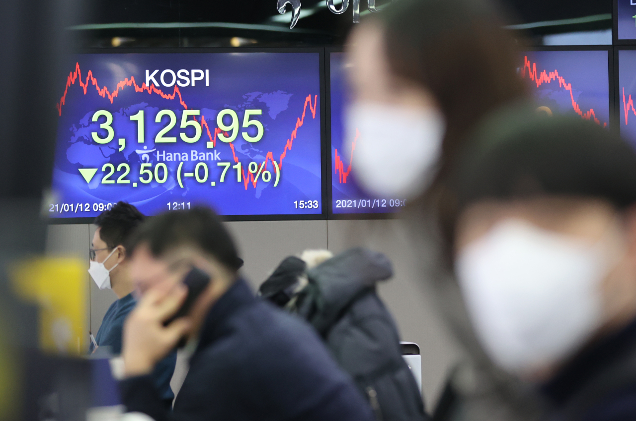Electronic boards at Hana Bank's dealing room in Seoul show the benchmark Kospi closed lower at 3,125.95 points Tuesday. (Yonhap)