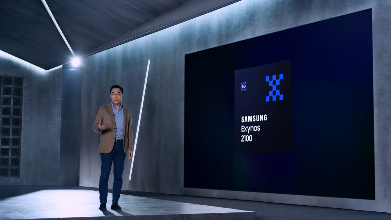 Samsung LSI Business President Kang In-yup introduces Exynos 2100 through an online presentation on Tuesday. (Samsung Electronics)