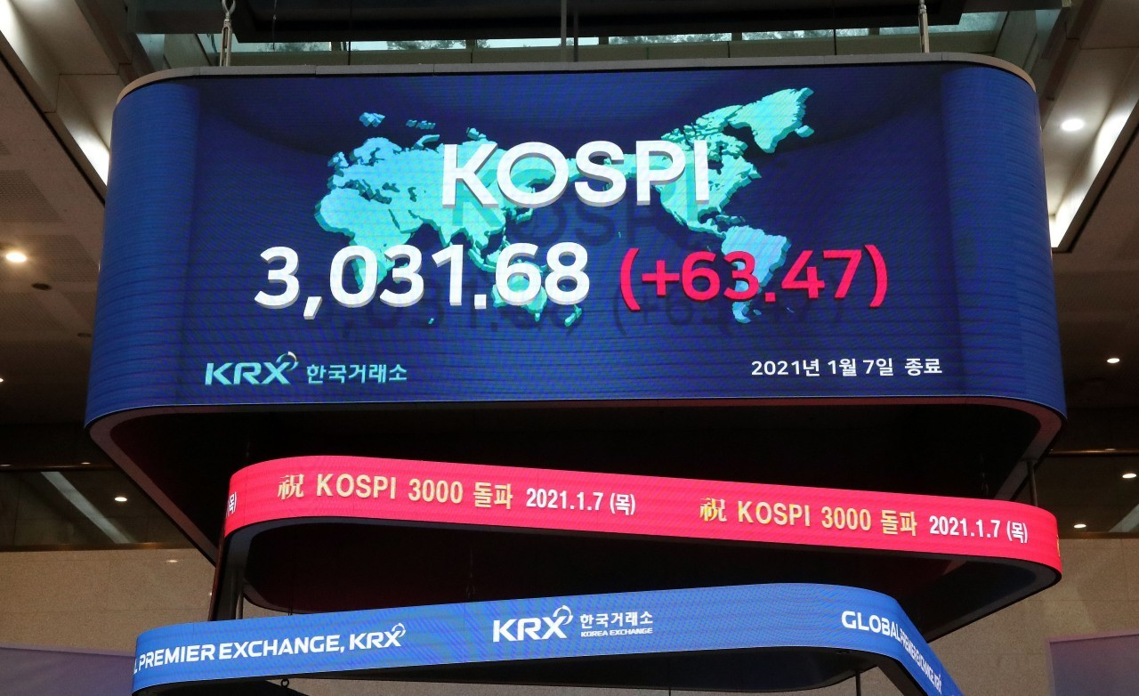 An electric board at the Korea Exchange shows the Kospi closing above the 3,000-point mark last Thursday, for the first time ever. (Yonhap)