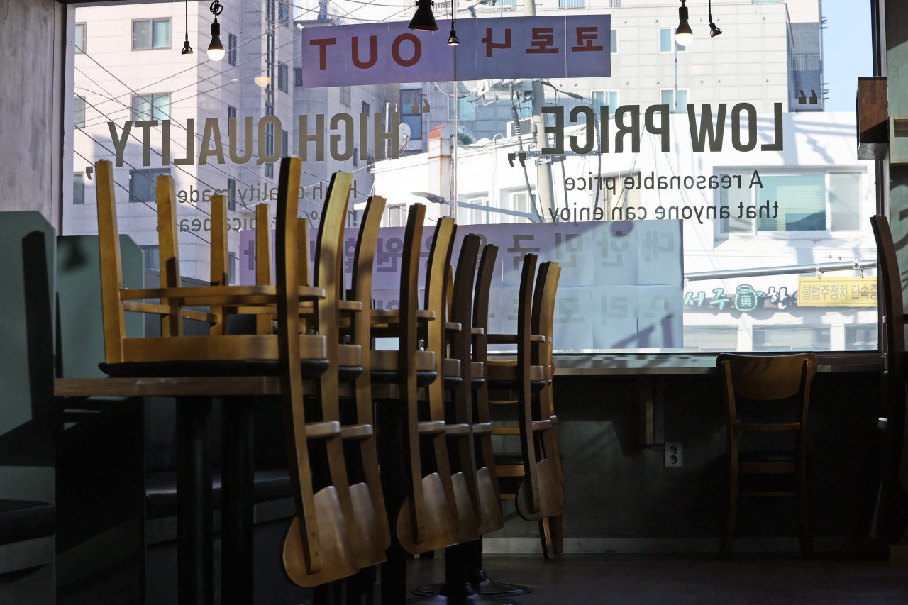 Chairs are stacked up at a cafe in Gwanak, Seoul. Indoor services are prohibited at all cafes nationwide. (Yonhap)