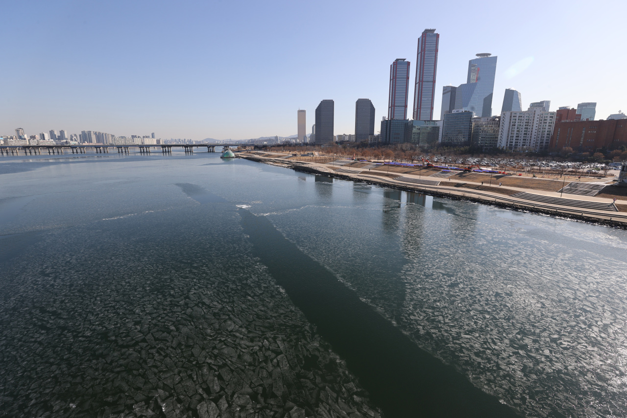 An external view of Seoul from Han river in a winter day (Yonhap)