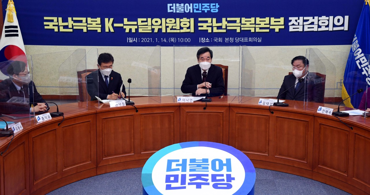 Democratic Party Chairman Rep. Lee Nak-yon speaks during a meeting of the party's COVID-19 response committee meeting at the National Assembly in Seoul on Thursday. (Yonhap)