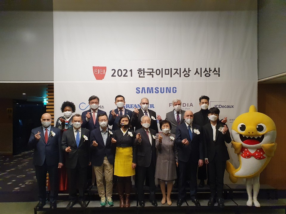 Participants at the 2021 Korea Image Awards Ceremony on Thursday (Lim Jang-won/The Korea Herald)