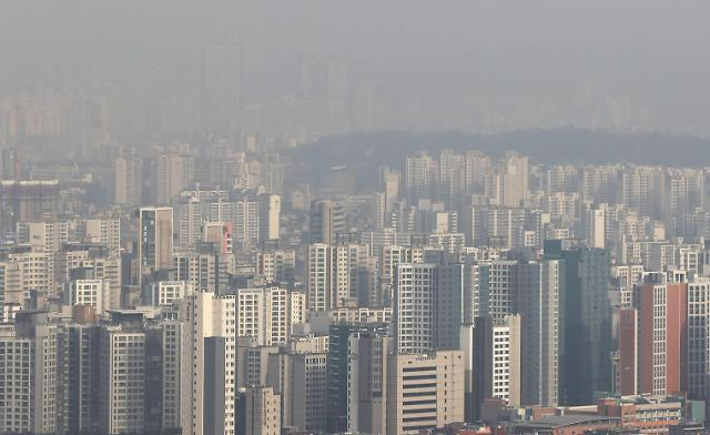 This photo, taken on Wednesday, shows apartment buildings in Seoul. (Yonhap)