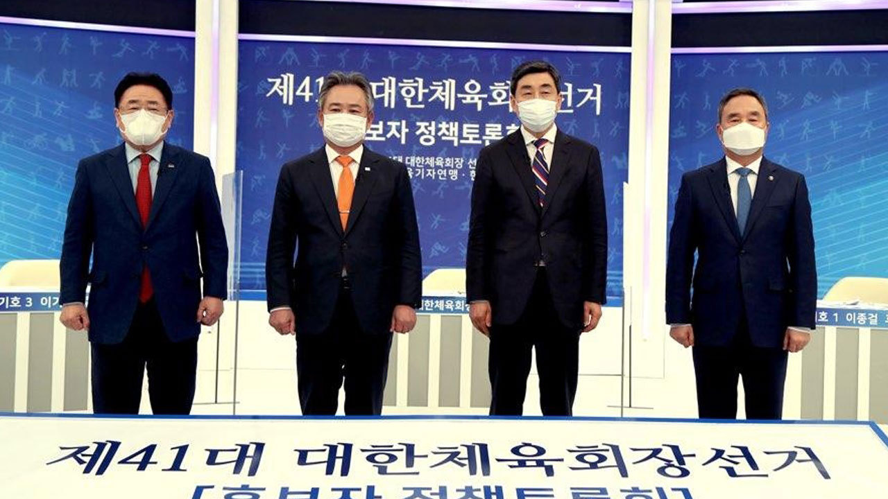 This photo provided by the Korean Sport & Olympic Committee (KSOC) shows four candidates for the KSOC president election before their televised debate in Goyang, Gyeonggi Province, on Jan. 9, 2021. From left are Yoo Joon-sang, Lee Kee-heung, Lee Jong-kul and Kang Shin-wook. (Korean Sport & Olympic Committee)