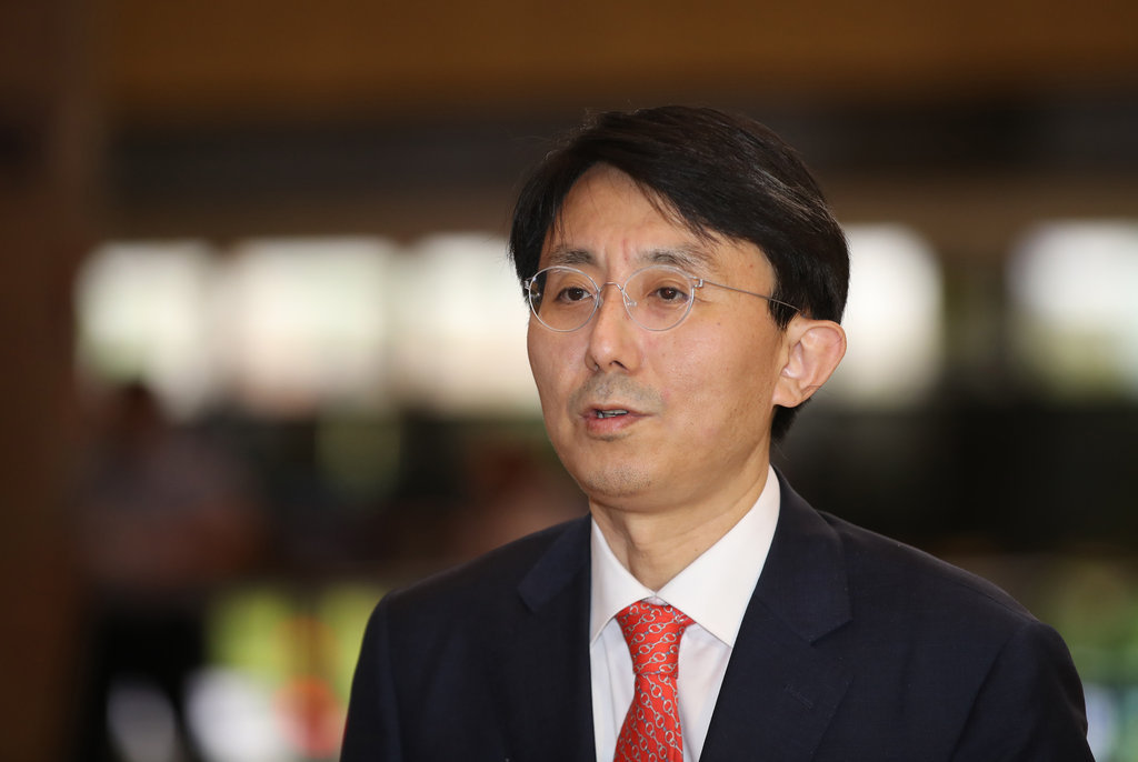 This photo, taken on July 11, 2019, shows Kim Jung-han, the foreign ministry's director-general for Asia and Pacific affairs, arriving at Gimpo International Airport in western Seoul to depart for Japan. (Yonhap)