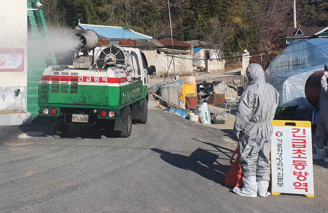 Officials disinfect the area surrounding a duck farm in Jinju, 434 kilometers south of Seoul, on Jan. 9, 2021. (Yonhap)