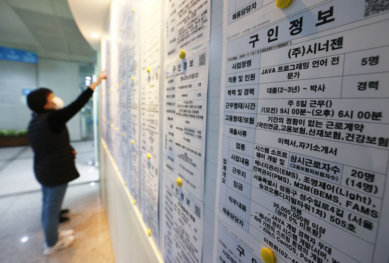 In this file photo taken Nov. 11, 2020, a citizen looks at job information at an employment arrangement center in Seoul. (Yonhap)