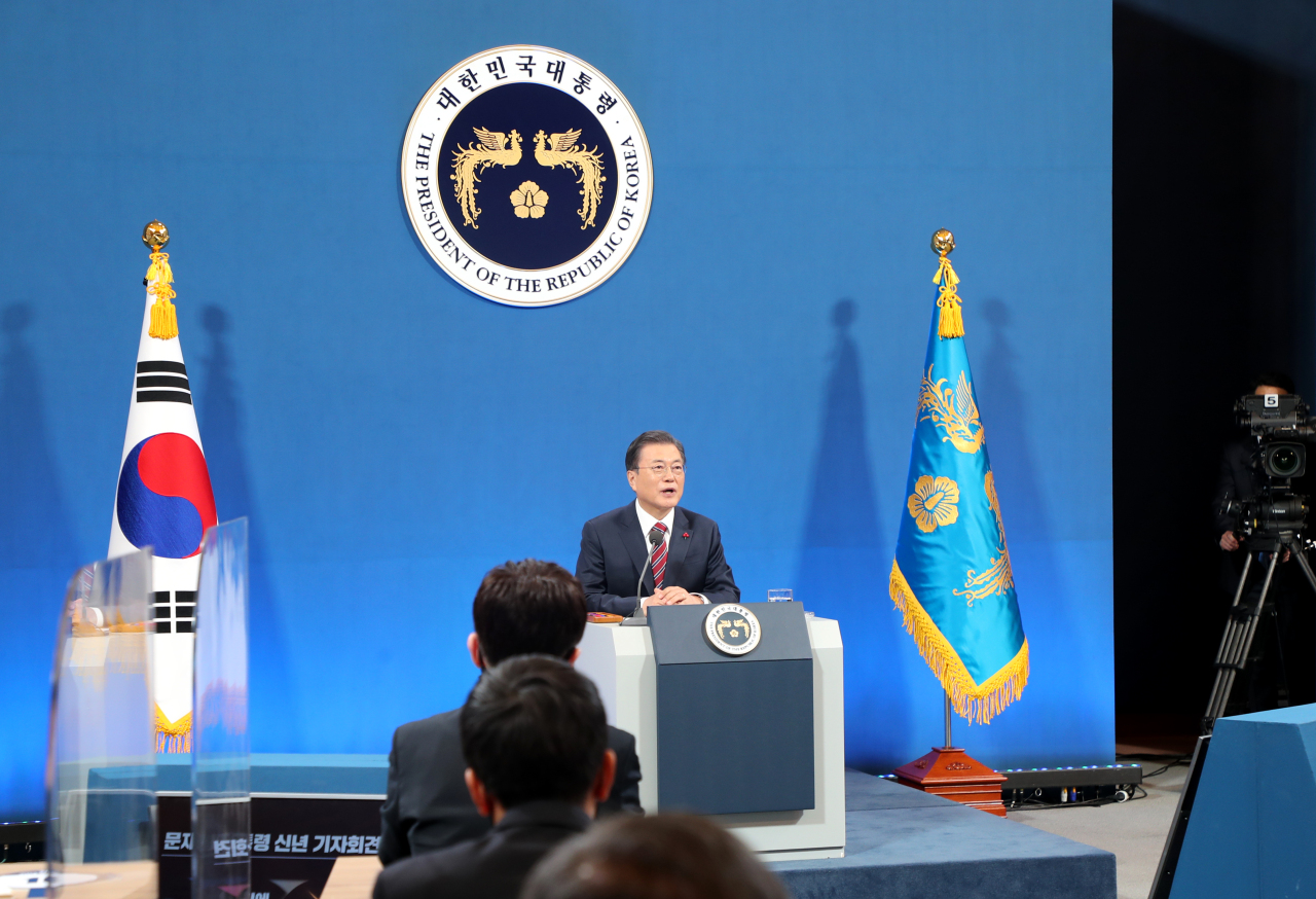 President Moon Jae-in speaks during a New Year's press conference at the presidential office Cheong Wa Dae in Seoul on Monday. (Yonhap)