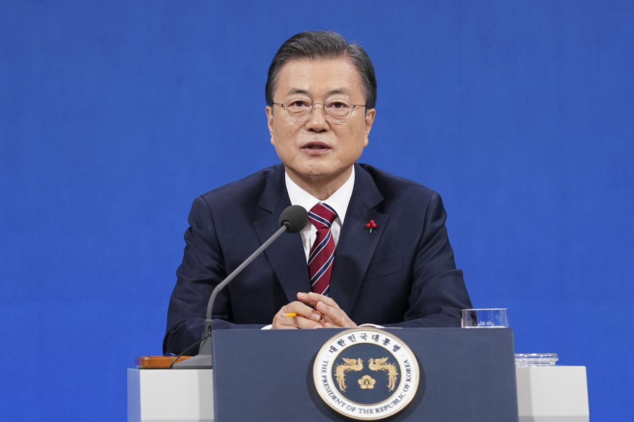 President Moon Jae-in speaks Monday during a New Year's press conference. (Yonhap)