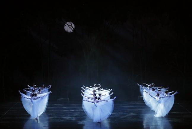 """""""Giselle"""" (Universal Ballet)"""
