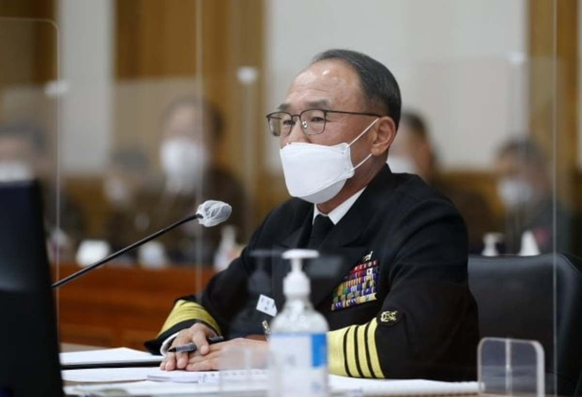 In this file photo, taken on Oct. 15, 2020, Navy Chief of Staff Boo Suk-jong answers a lawmaker's question during a parliamentary audit session at the Gyeryongdae military headquarters, 160 kilometers south of Seoul. (Yonhap)