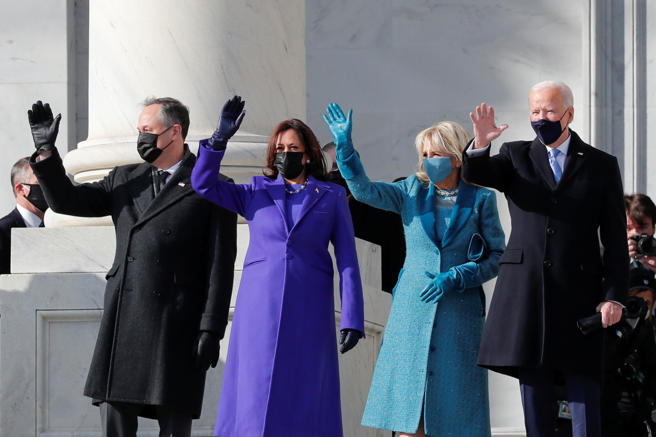 President-elect Joe Biden, his wife Jill Biden, Vice President-elect Kamala Harris and her husband Doug Emhoff salute as they arrive ahead of the inauguration of Biden, in Washington, US, on Thursday. (Reuters-Yonhap)