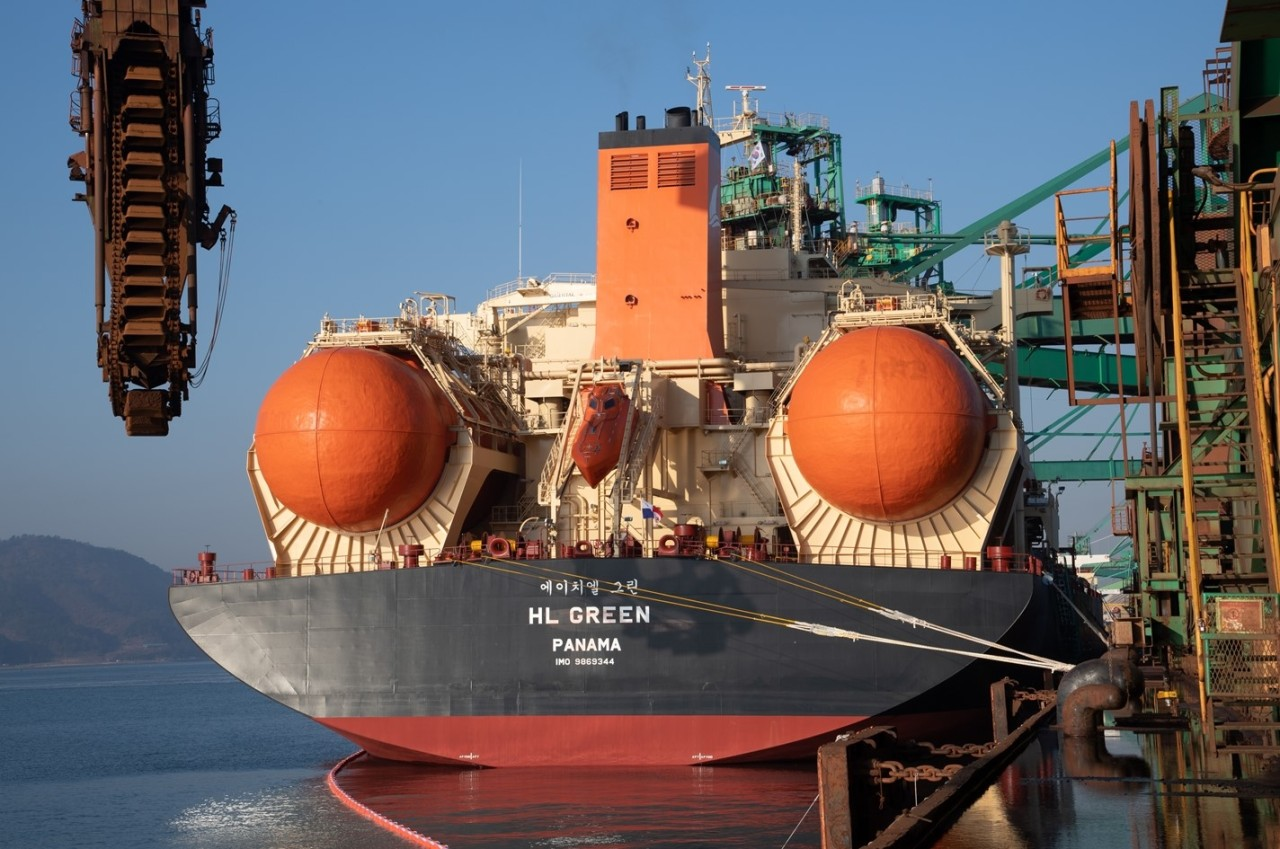 Posco's first LNG-fueled carrier HL Green (Posco)