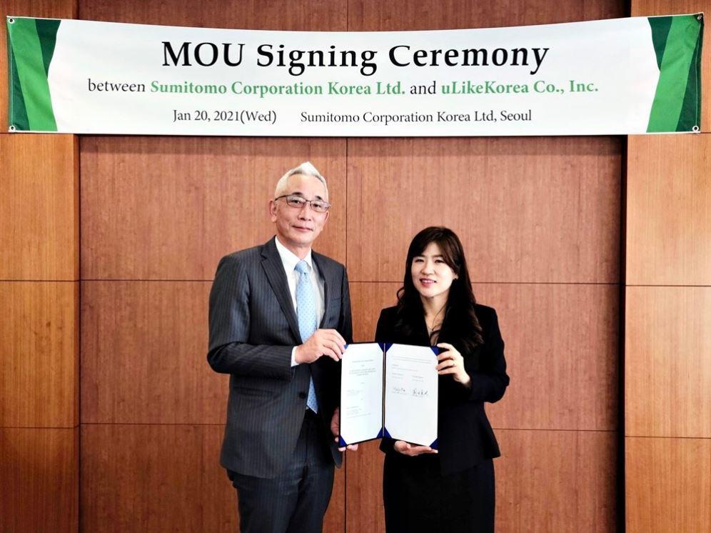 Sumitomo Corporation Korea's President Takuya Okada (left) and uLikeKorea's CEO Kim Hee-jin (ULikeKorea)