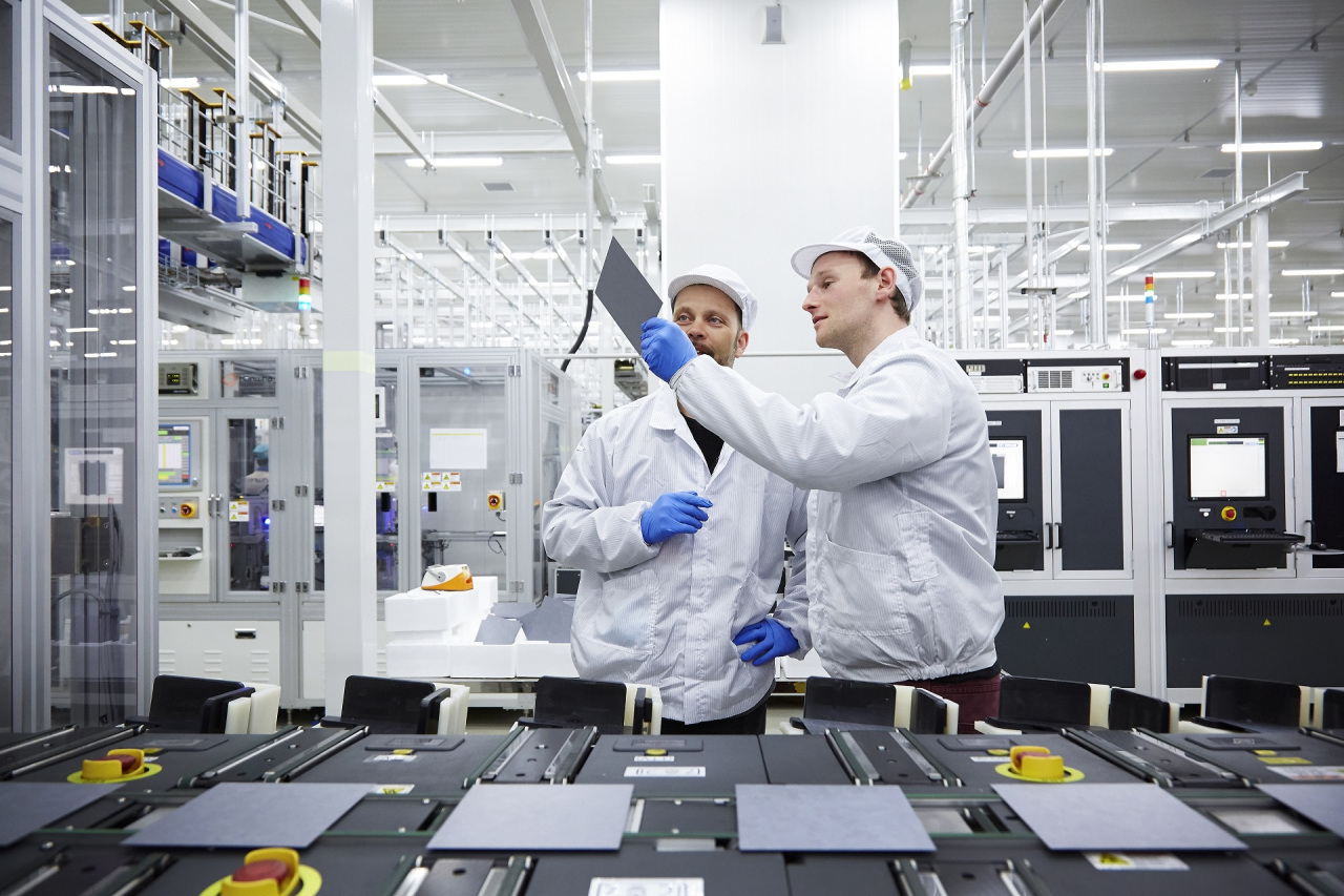 Hanwha Q Cells officials check the quality of solar cells. (Hanwha Q Cells)