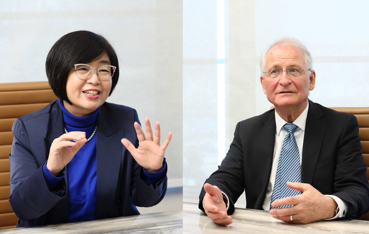 Amway Vice President Cho Yang-hee (left)and Holzapfel Effective Microbes chief technology officer Wilhelm Holzapfel speaks during an interview with The Korea Herald. (Amway Korea)