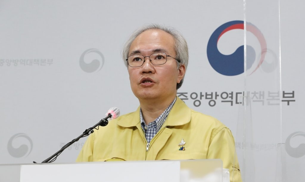 Kwon Joon-wook, deputy director of the Central Disease Control Headquarters, holds a press briefing. (Yonhap)