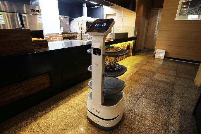 LG Electronics' CLOi ServeBot (LG Electronics)