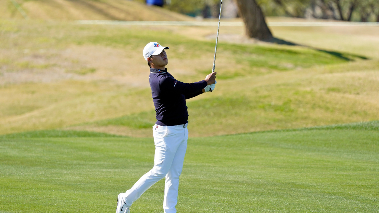 Kim Si-woo hits from the first fairway during the final round of The American Express golf tournament on the Pete Dye Stadium Course at PGA West Sunday, Sunday, in La Quinta, Calif. (AP-Yonhap)