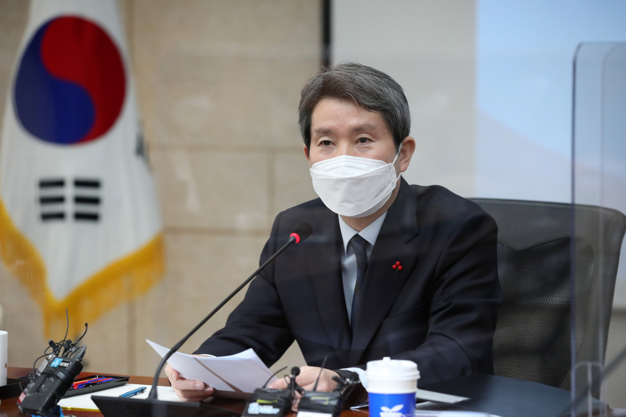 Unification Minister Lee In-young speaks during a press conference in Seoul. (Yonhap)