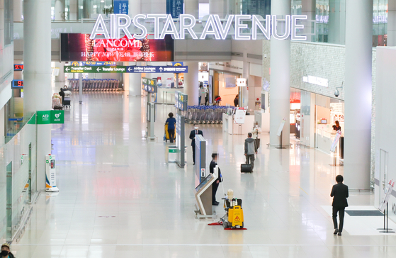 This photo taken on Monday shows a uncrowded tax free zone of Incheon International Airport Terminal 1 in Incheon, 40 kilometers west of Seoul. (Yonhap)