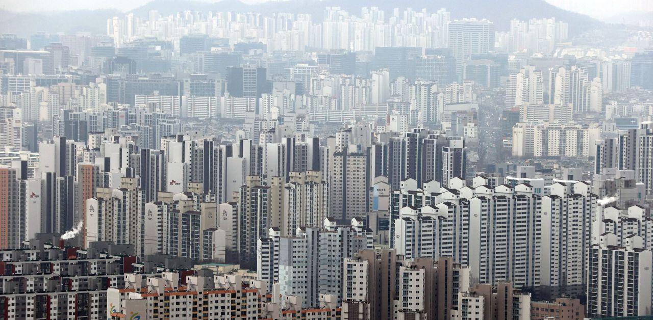 This photo, taken last Thursday, shows apartment buildings in Seoul. (Yonhap)