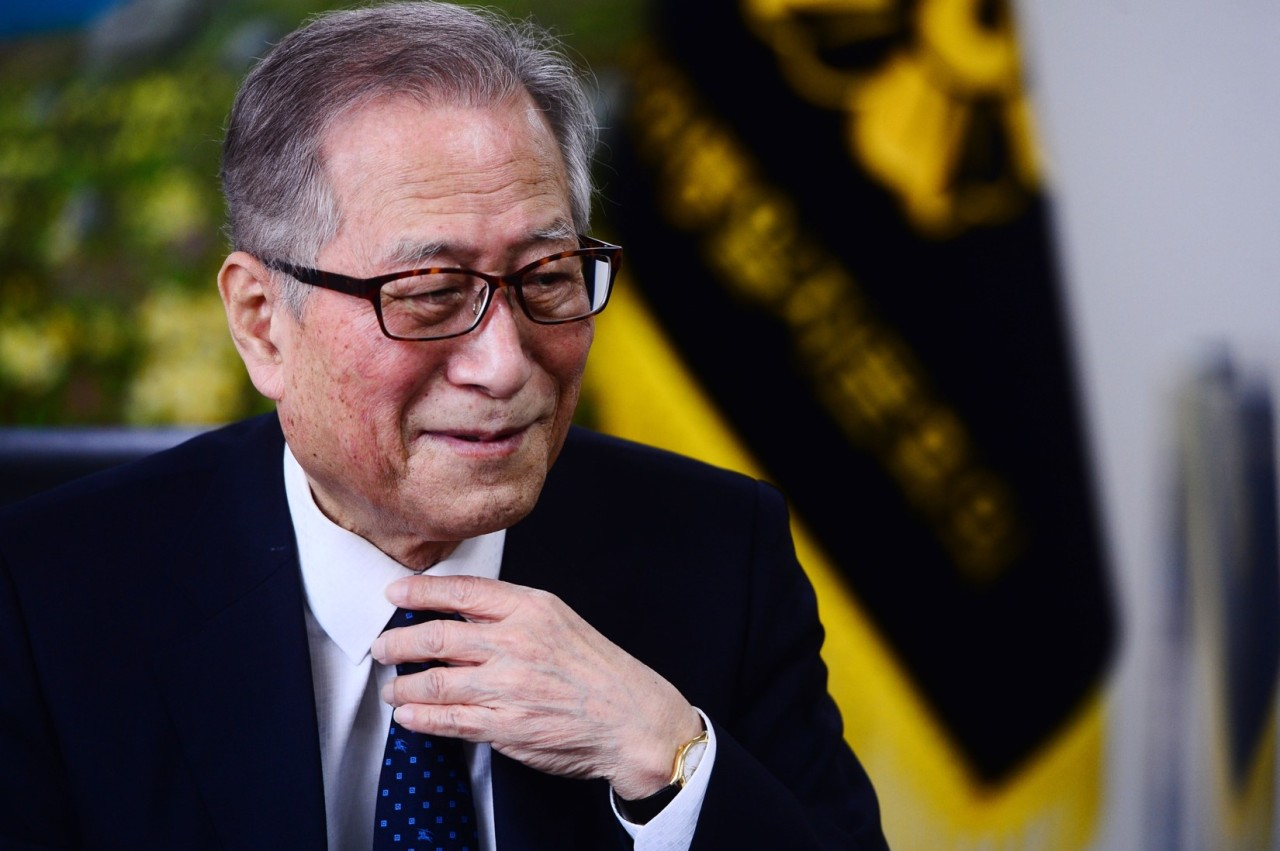 Former Unification Minister Jeong Se-hyun speaks in a recent interview with The Herald Business, a Korean-language sister paper of The Korea Herald. (Park Hae-mook/The Herald Business)