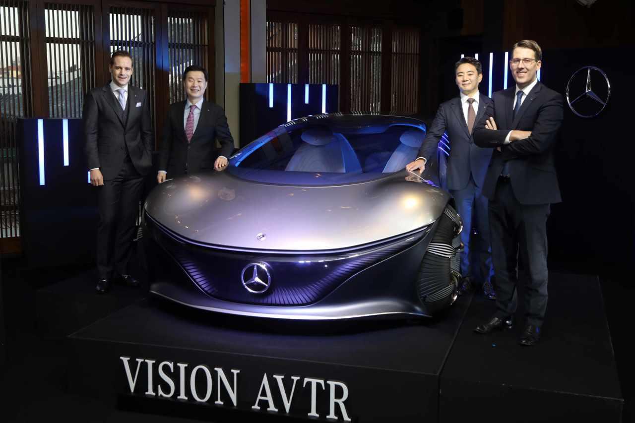 Mercedes-Benz Korea CEO Thomas Klein (far right) and executives pose next to Mercedes-Benz Vision AVTR in an online press conference on Wednesday. (Mercedes Benz Korea)