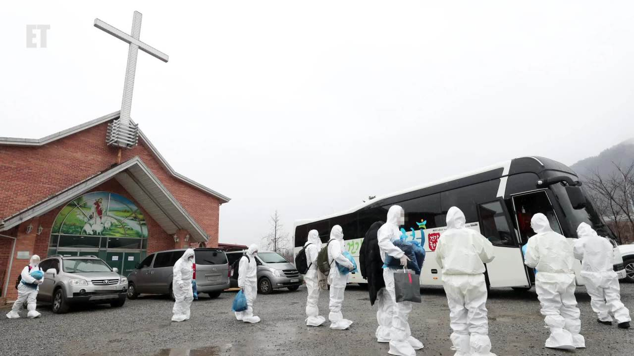 IEM School students and instructors, who tested positive for COVID-19 while attending a winter retreat at a church in Hongcheon, southeast of Seoul, prepare to board a bus bound for a residential treatment center on Tuesday. (Yonhap)