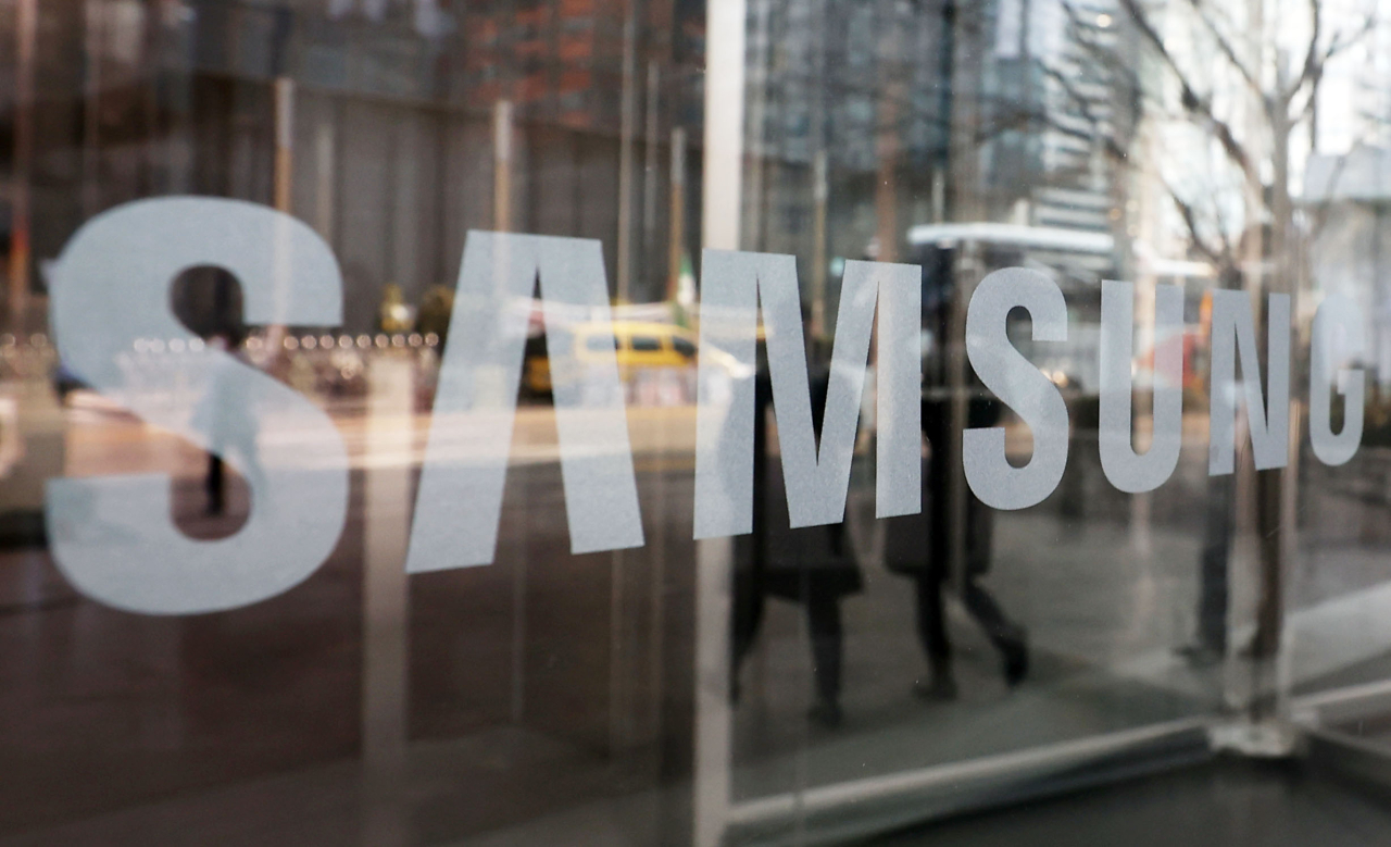 This photo taken on Monday, shows the corporate logo of Samsung Group at its office building in Seoul. (Yonhap)
