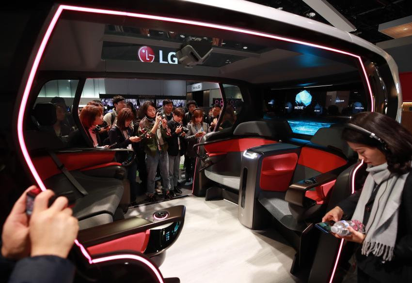 This photo taken on Jan. 6, 2020, shows reporters looking at LG Electronics Inc.'s connected car concept at the company's exhibition booth at the Consumer Electronics Show 2020 in Las Vegas, Nevada. (Yonhap)