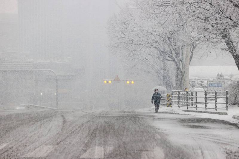 This file photo shows Seoul under heavy snowfall on Jan. 12, 2021. (Yonhap)