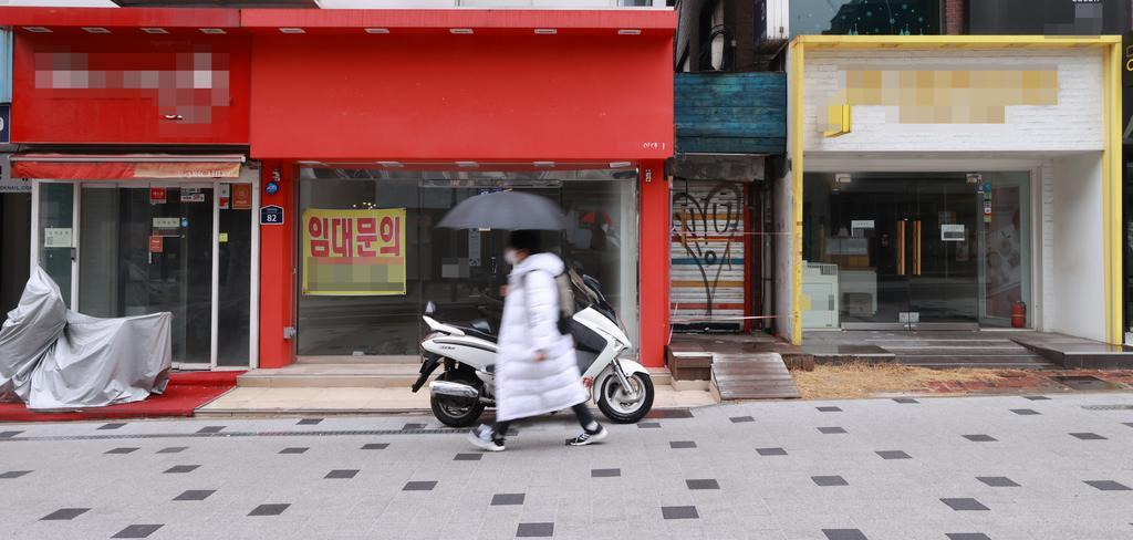 This photo, taken Tuesday, shows shops in western Seoul that were shut down over the new coronavirus outbreak. (Yonhap)