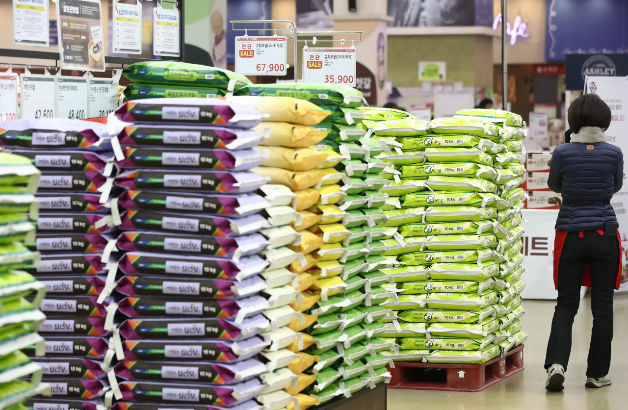 In this file photo, bags of rice are displayed at a supermarket in Seoul on Jan. 10, 2021. (Yonhap)