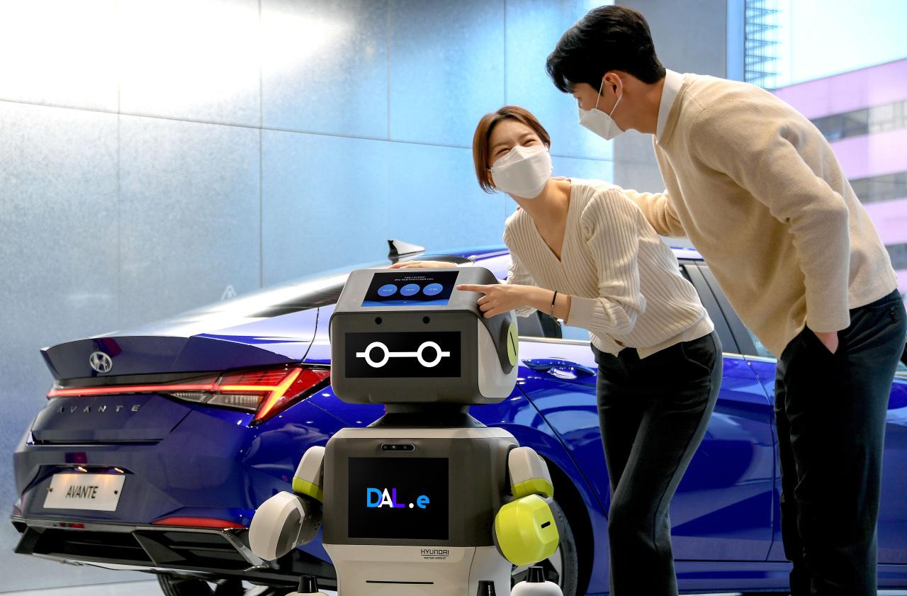 DAL-e, a customer service robot stationed at Hyundai Motor's Songpa store (Hyundai Motor Group)