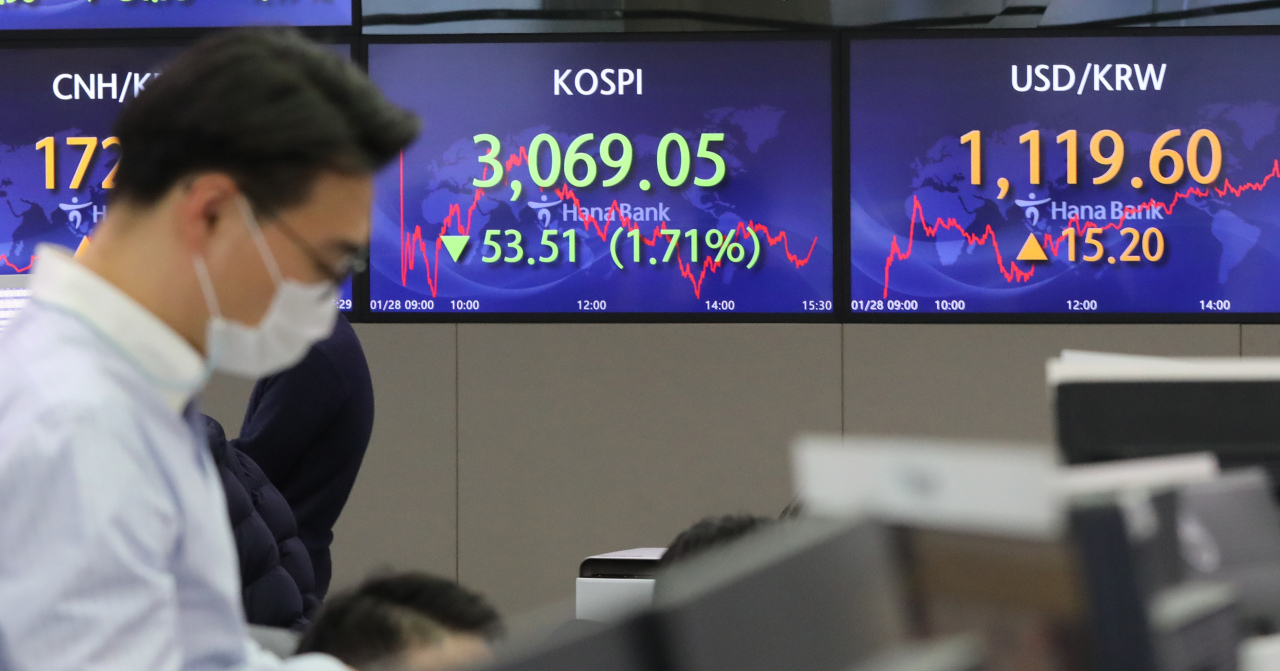 Electronic signboards at the trading room of Hana Bank in Seoul show the benchmark Kospi closed at 3,069.05 on Thursday, 53.51 points or 1.71 percent from the previous session's close. (Yonhap)