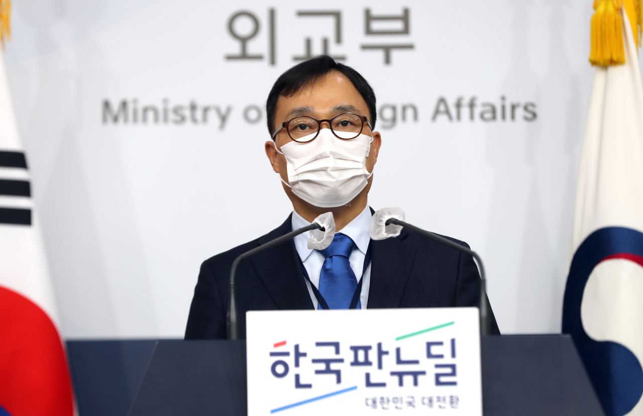 This photo, taken on Jan. 5, 2021, shows Choi Young-sam, spokesman for the foreign ministry, speaking during a press briefing at the ministry in Seoul. (Yonhap)