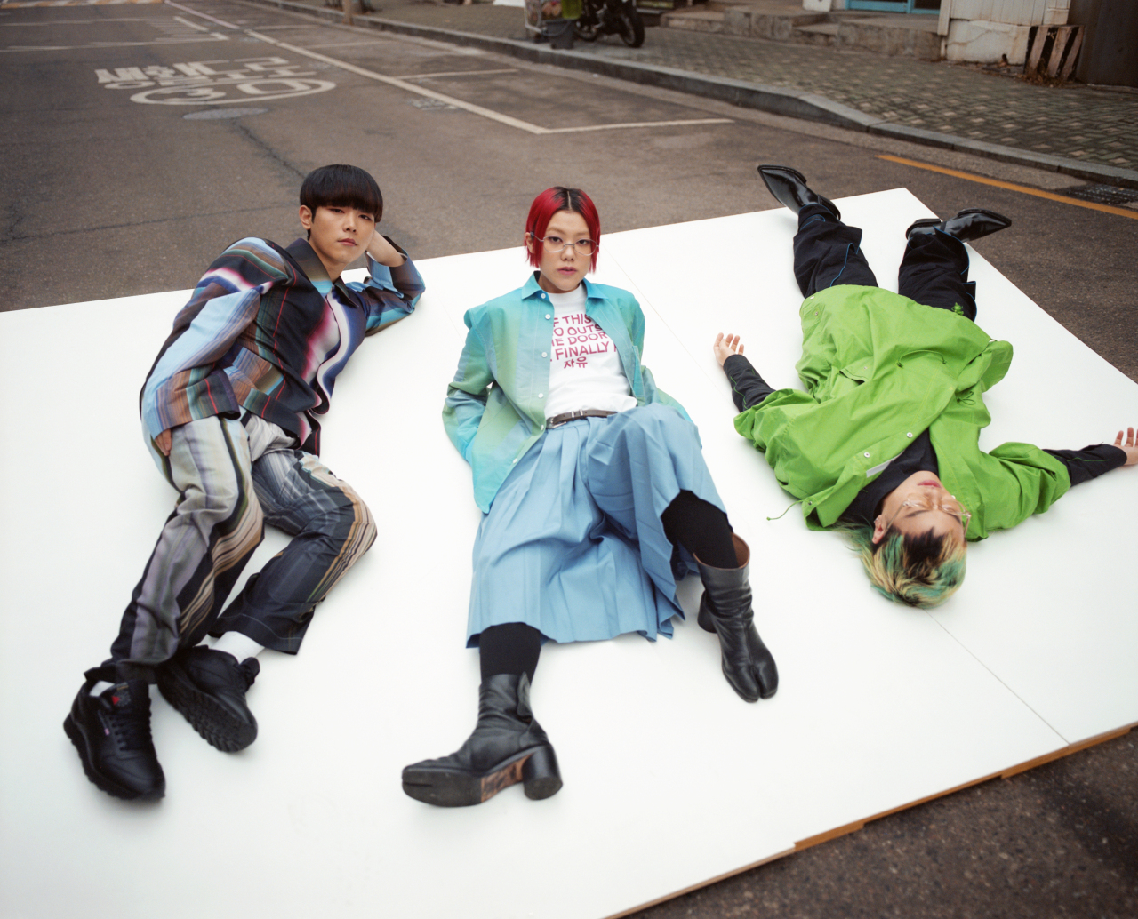 (From left) Park Hyun-jin, Hwang So-yoon and U-su of band Se So Neon. (Magic Strawberry Sound)
