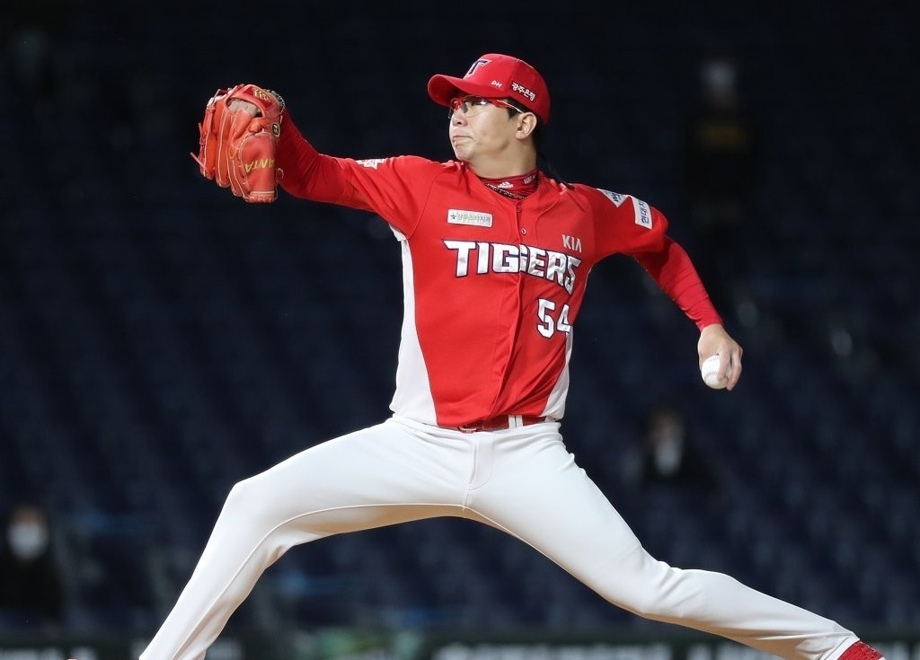 Yang Hyeon-jong of the Kia Tigers pitches against the NC Dinos in the bottom of the fourth inning of a Korea Baseball Organization regular season game at Changwon NC Park in Changwon, 400 kilometers southeast of Seoul on Oct. 13, 2020. (Yonhap)