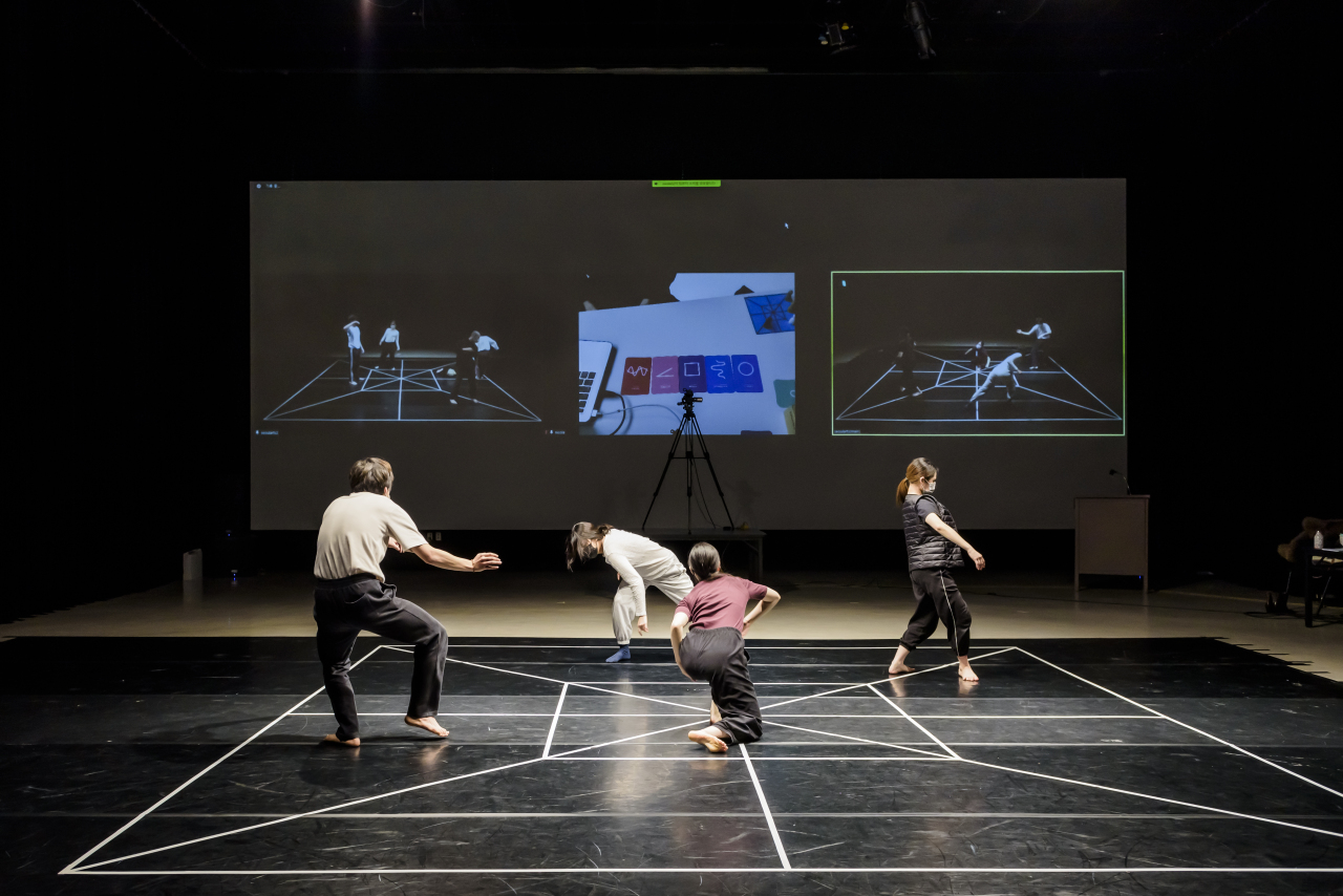 Students can become choreographers by playing this online dance game. (Seoul Institute of the Arts)